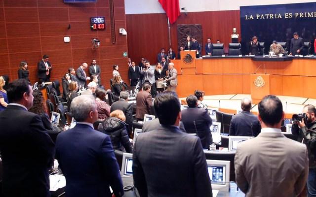 #Video Guardan minuto de silencio en el Senado en memoria de Abril Pérez - Minuto de silencio en el Senado. Foto de @AntonioGC_PRD