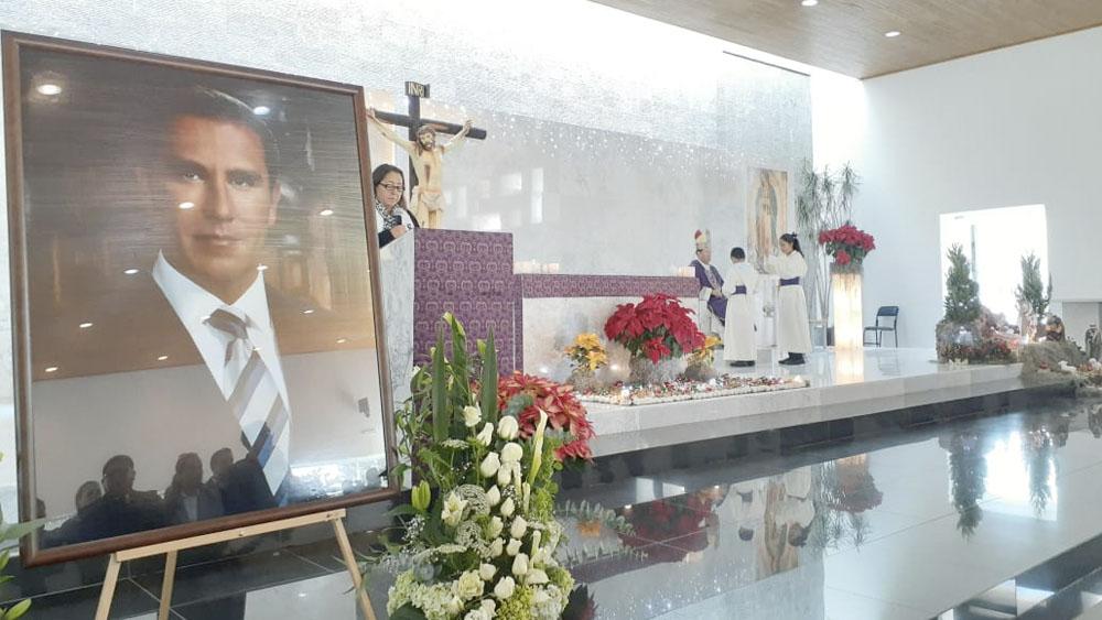 PAN realiza misa por primer aniversario luctuoso de Alonso y Moreno Valle - PAN realiza misa por primer aniversario luctuoso de Alonso y Moreno Valle