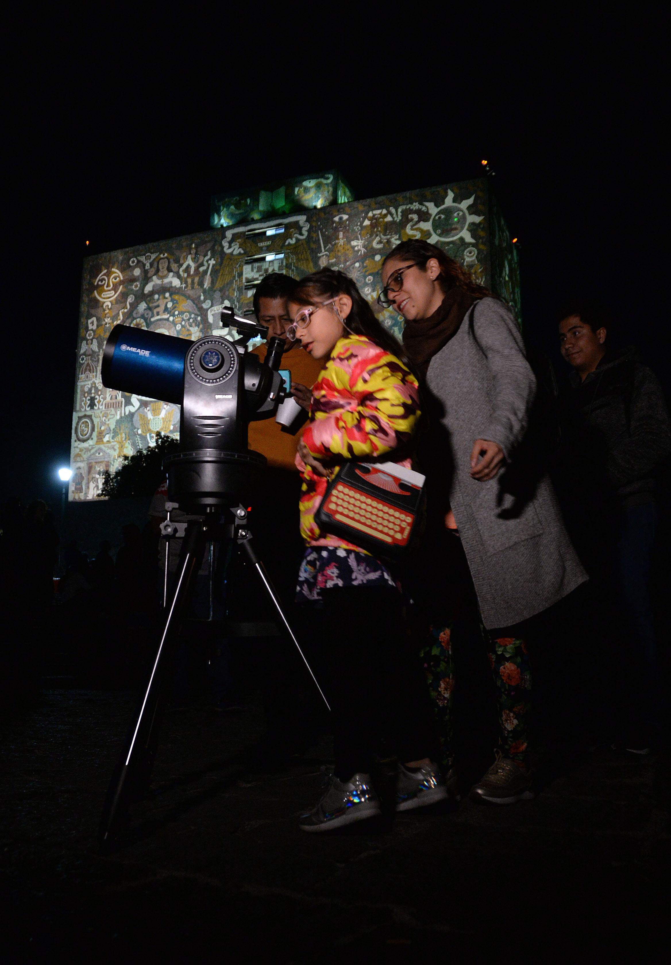Noche de las Estrellas UNAM México familias