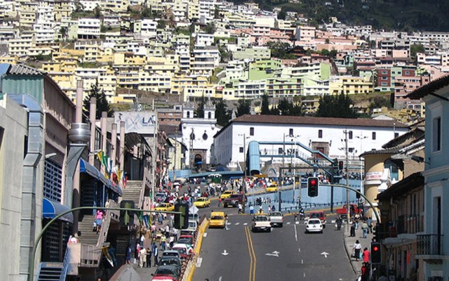 Fuerte temblor remece capital de Ecuador - Pichincha, Quito. Foto de Torrecelli / trekearth