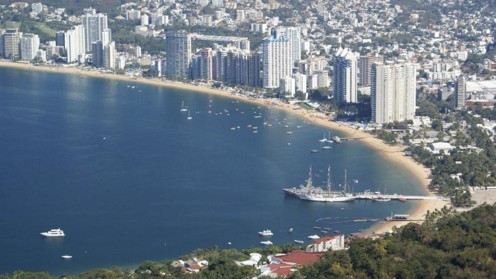"""Estos serían los días de descanso de eliminarse los """"puentes"""" - Playa Icacos, Acapulco. Foto de @SECTUR_mx"""