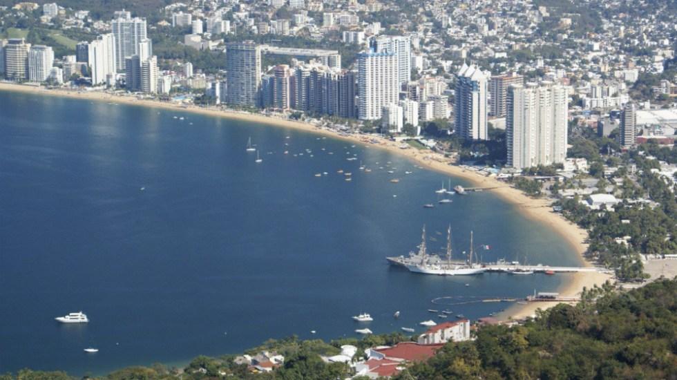 México mantendrá fines de semana largos para reactivar turismo - Playa Icacos, Acapulco. Foto de @SECTUR_mx
