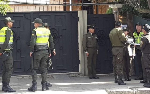 Bolivia pide a España informe sobre agentes implicados en incidente diplomático - Policias Embajada de Mexico en Bolivia