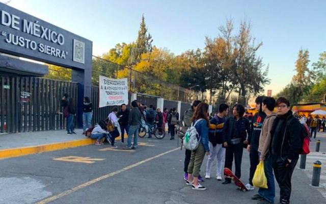 Mujeres encapuchadas bloquean la Prepa 3 de la UNAM - Preparatoria 3 de la UNAM