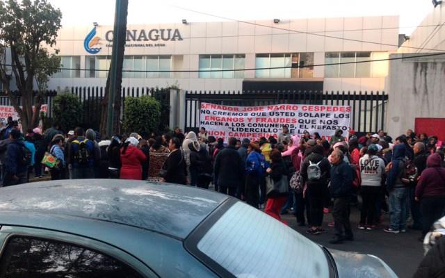 Cierran la Calzada México-Xochimilco por protesta en la Conagua - Protesta afuera de la Conagua sobre la Calzada México-Xochimilco. Foto de @dfloresmx