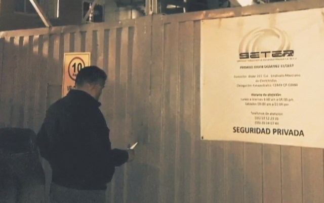 Investigan a empleados de empresa de seguridad por robo de arsenal - Puerta de entrada a la compañía SETER. Foto de Noticieros Televisa