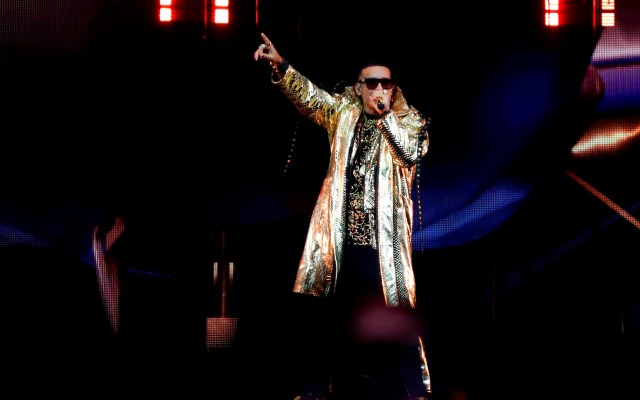 """""""Son nuestros hermanos y les perdonamos"""", dice Daddy Yankee sobre tiroteo - Daddy Yankee en concierto en Coliseo de San Juan Puerto Rico. Foto de EFE"""
