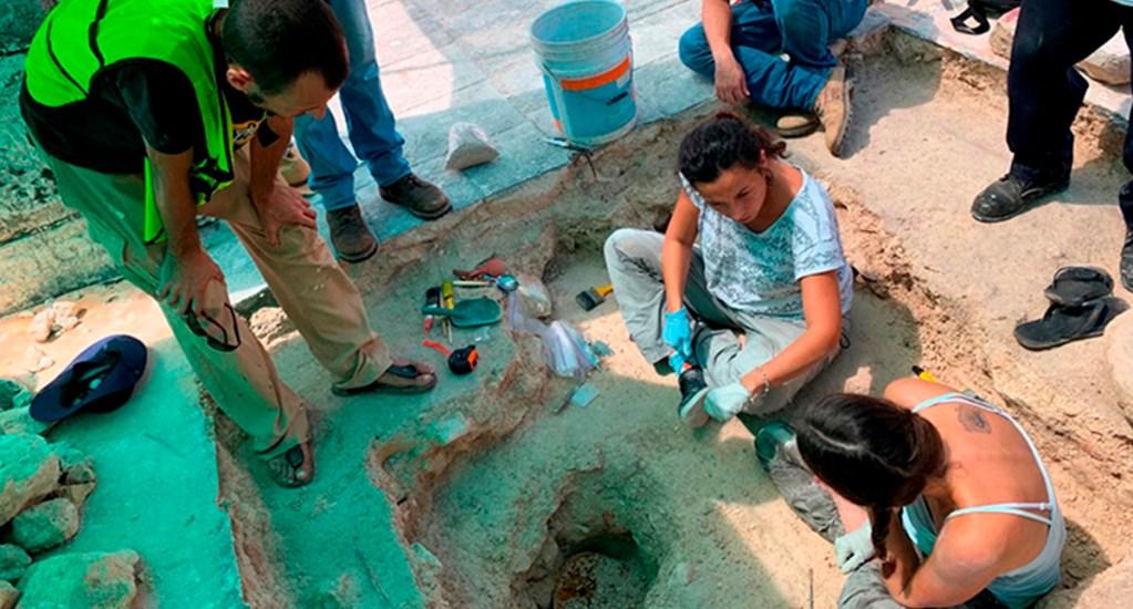 INAH hace importantes hallazgos en zona arqueológica de Chichén Itzá - Restauradores del INAH en zona arqueológica de Chichen Itzá. Foto de INAH