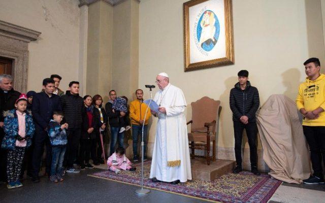 Papa Francisco denuncia 'injusticia' de dejar morir a migrantes en el mar - Reunión del papa Francisco con familias de migrantes. Foto de Vatican News