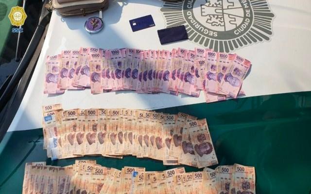 Detienen a dos colombianos por el robo de 88 mil pesos a cuentahabiente en la Roma - Dinero recuperado del robo a cuentahabiente