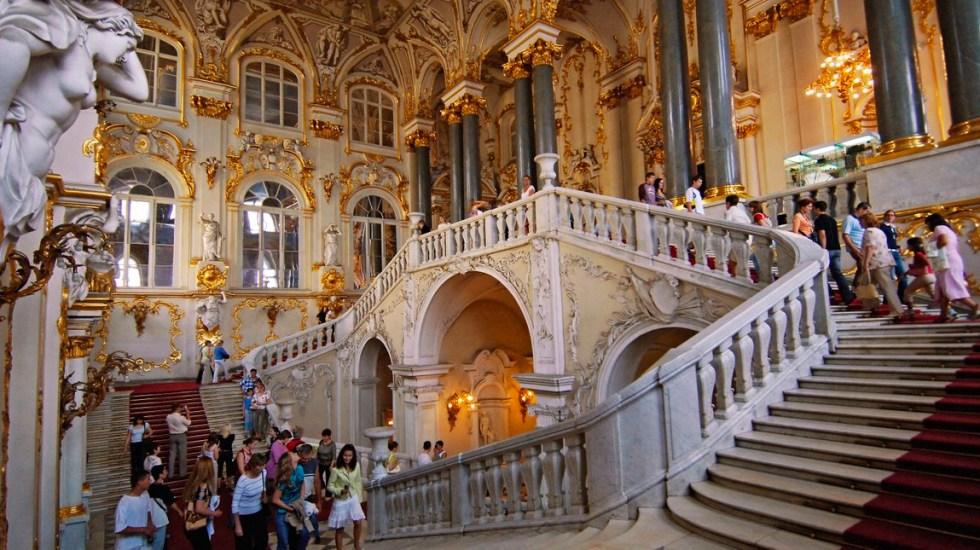 Rusos hacen largas filas para visitar el museo del Hermitage en su 255 cumpleaños - Museo del Hermitage de San Petersburgo