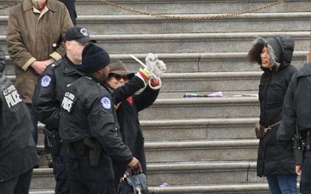 Detienen a Sally Field por participar en protesta de Jane Fonda - Foto de The Hill