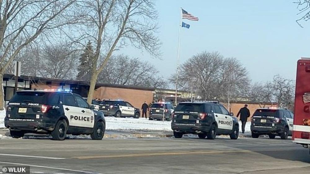 Tiroteo deja dos heridos en escuela secundaria de Wisconsin - Tiroteo deja dos heridos en escuela secundaria de Wisconsin