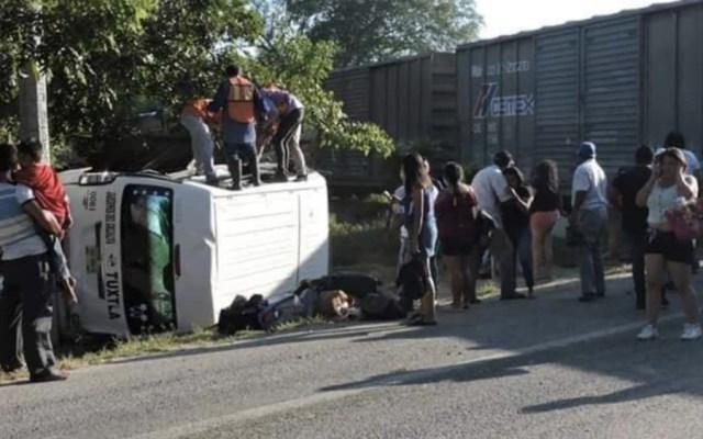 Estudiantes resultan lesionados al embestir tren a camioneta en Chiapas - Foto de @chiapasdigital1
