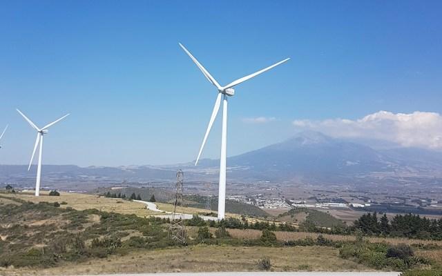 """Defiende AMLO nuevo acuerdo eléctrico porque da """"trato justo"""" a CFE - Aerogeneradores en México. Foto de Global Wind Energy Council / Flickr"""