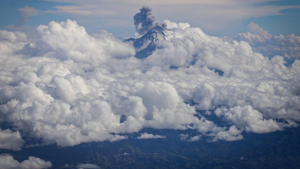 Prevén nieve en Popocatépetl, Iztaccíhuatl y Nevado de Toluca - Fotografía del 1 de octubre de 2019. El Centro Nacional de Prevención de Desastres (Cenapred) informó que la madrugada de este domingo el volcán Popocatépetl continuó con intensa actividad. Foto de Archivo Notimex-Quetzalli Blanco