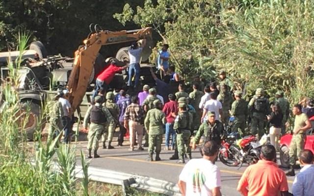 General Luis Cresencio Sandoval lamenta muerte de militares en accidente de Oaxaca - Accidente vehicular de militares en Oaxaca. Foto Especial