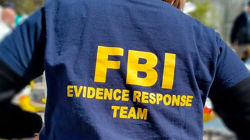 FBI detiene a exsoldado de Florida por incitar ataque contra seguidores de Trump - Agente del Equipo de Respuesta de Evidencia del FBI. Foto de @fbi