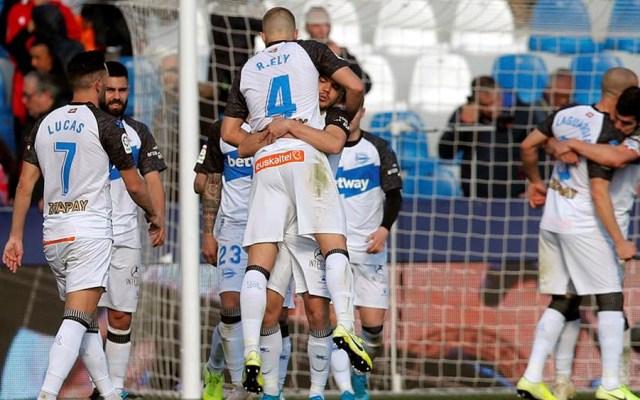 Aleix Vidal da triunfo al Alavés ante el Levante - Aleix Vidal da triunfo al Alavés ante el Levante