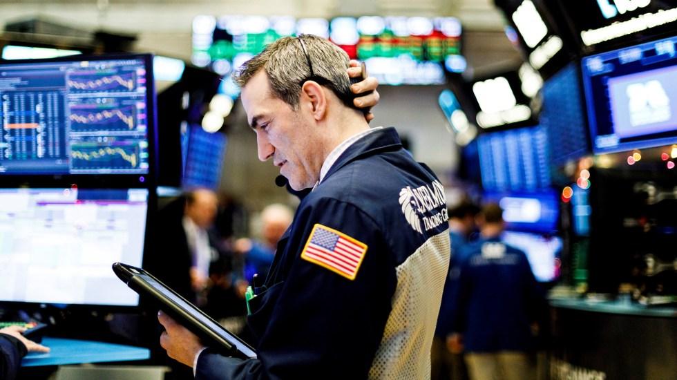 Wall Street cierra en rojo y Dow Jones baja 4.4 % por crisis de COVID-19 - Wall Street