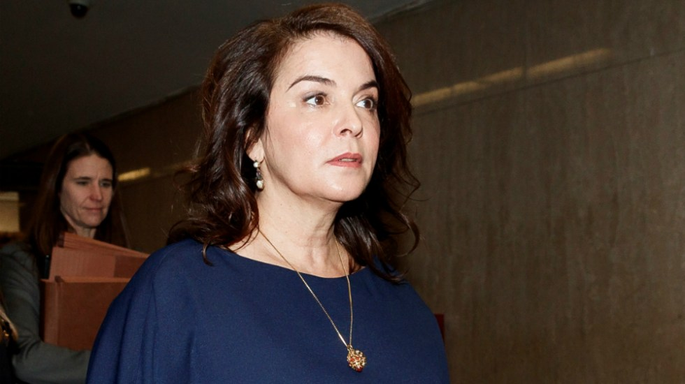 Abogados de Harvey Weinstein presentan pruebas contra actriz Anabella Sciorra - La actriz Annabella Sciorra llega para testificar como testigo en el juicio por agresión sexual contra el exproductor de Hollywood Harvey Weinstein, en Nueva York. Foto de EFE
