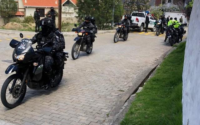 Denuncia Embajada de México en Bolivia nuevo asedio policíaco en la Residencia oficial - Asedio de policías en la Residencia oficial de México en Bolivia, denunciado por la propia Embajada. Foto de @EmbaMexBol