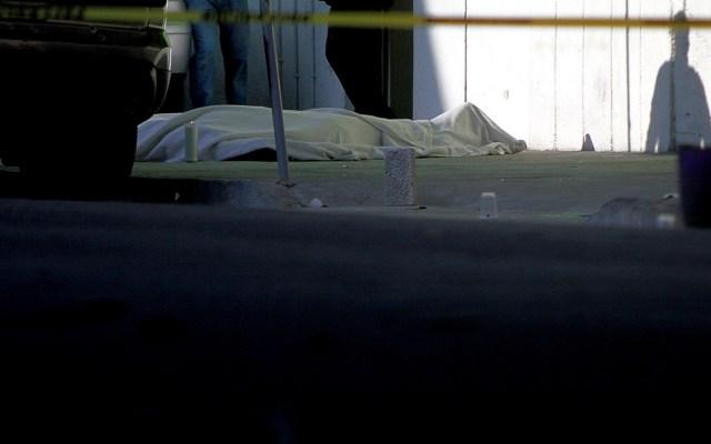 En el primer semestre de 2019 se registraron 17 mil 198 homicidios, revela INEGI - Foto de Archivo. Un hombre fue asesinado con arma de fuego durante un presunto robo en la calle Apicultores de la colonia 20 de Noviembre alcaldía Venustiano Carranza. Foto de Notimex-Ernesto Alvarez