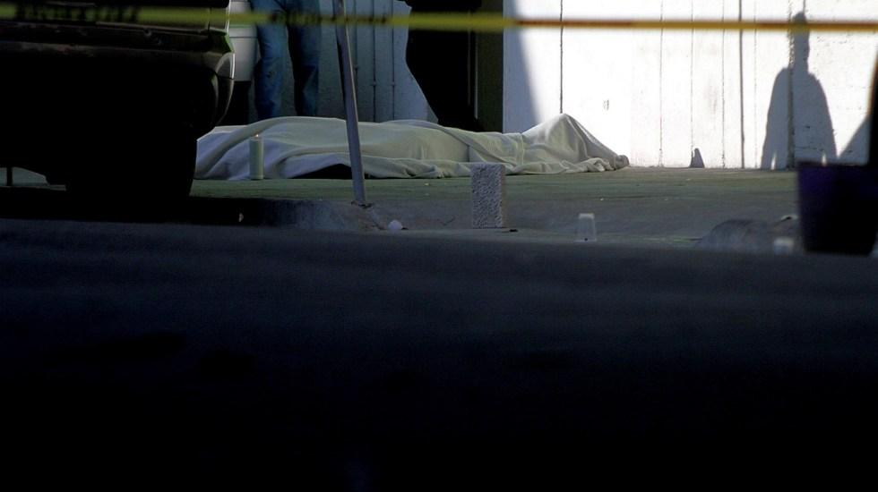 Suman 62 mil 765 homicidios dolosos en lo que va del sexenio de AMLO - Foto de Archivo. Un hombre fue asesinado con arma de fuego durante un presunto robo en la calle Apicultores de la colonia 20 de Noviembre alcaldía Venustiano Carranza. Foto de Notimex-Ernesto Alvarez