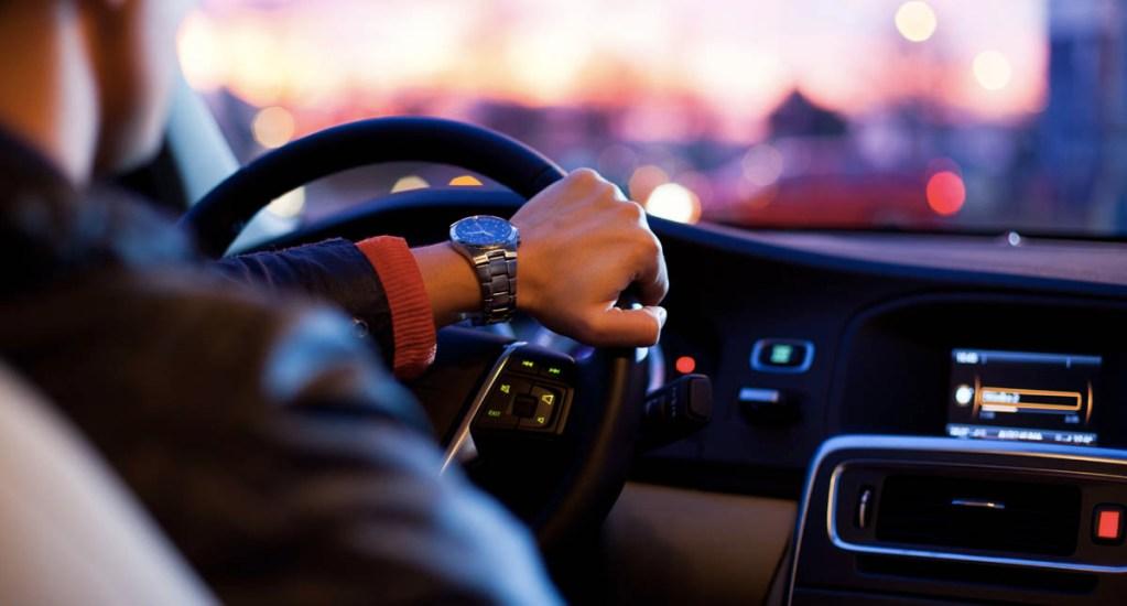 Malos hábitos que destrozan tu coche, o pueden provocar un accidente - Hábitos Automóvil auto conductor conducción manejo