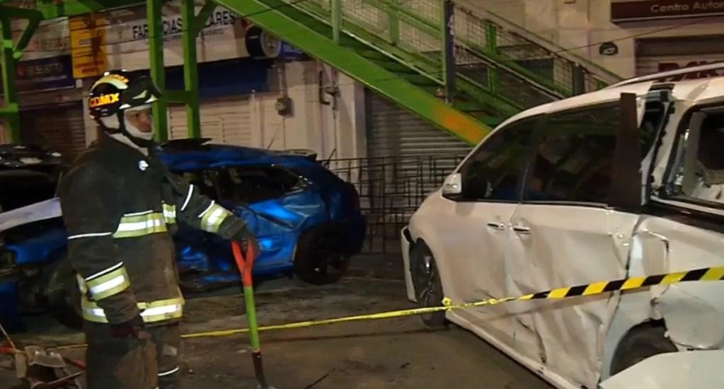 Arrancones dejan en Avenida Universidad tres lesionados - Autos contra los que participante de arrancones chocó, en la CDMX. Captura de pantalla / Foro Tv