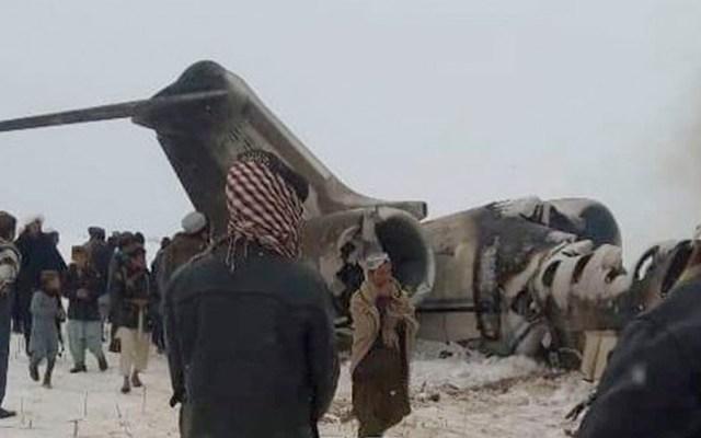 Avión de pasajeros se estrella en Afganistán; autoridades afirman que no hay sobrevivientes - Avión de pasajeros se estrella en Afganistán