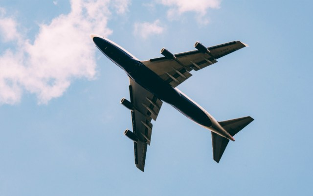 SCT garantiza seguridad y eficiencia de la navegación aérea en México - Foto de Jordan Sanchez para Unsplash