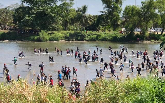 #Videos Migrantes cruzan a pie el Suachiate, se enfrentan a la Guardia Nacional y avanzan en Chiapas - Caravana Migrante en el Río Suchiate. Foto Especial.—