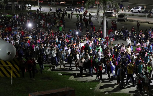 Honduras promete 'desenmascarar' a quienes financian caravanas migrantes - Mando de Honduras anuncia informe para
