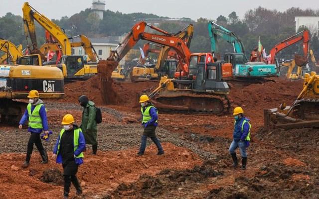 China construirá hospital con mil camas para tratar coronavirus - China construye hospital para tratar coronavirus; amplía bloqueos en ciudades. Foto de EFE