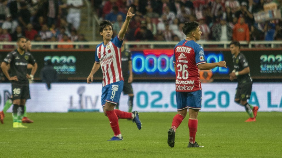 Chivas gana a Juárez e ilusiona a sus aficionados - Foto de Mexsport