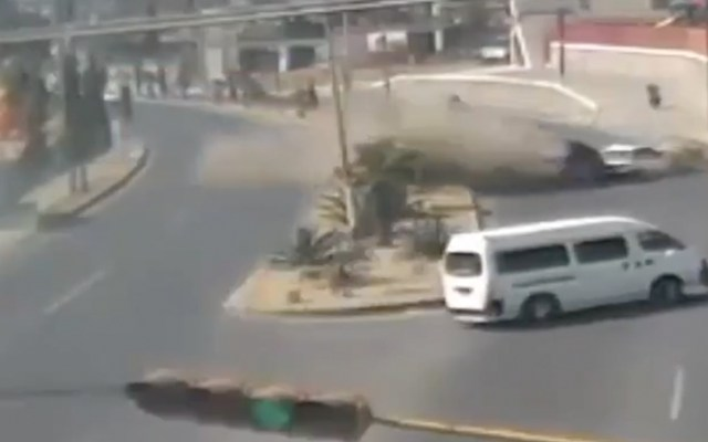 #Video Camioneta choca contra otro vehículo en Edomex - Captura de pantalla