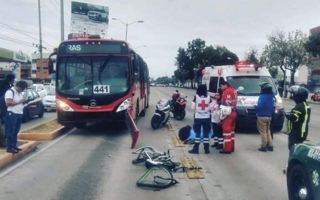Muere ciclista atropellado por Metrobús en la GAM - Foto de @atrok1