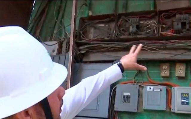 Retiran más de dos mil 'diablitos' en mercados de la Ciudad de México - Conexiones irregulares a la red eléctrica en mercados de la CDMX. Captura de pantalla / Noticieros Televisa