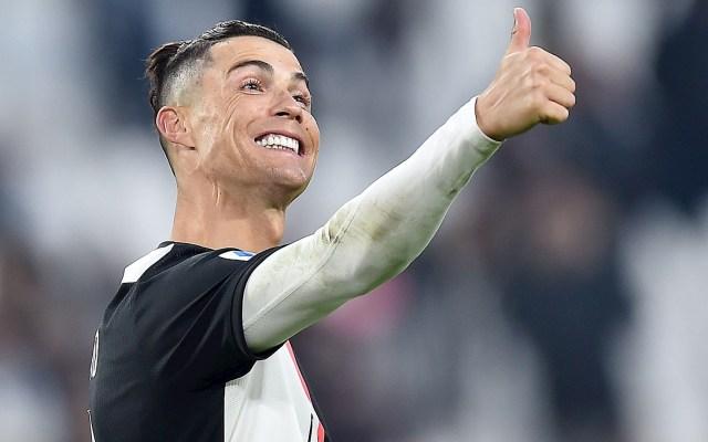 Cristiano firma el 56 triplete de su carrera, el primero en Serie A - Cristiano Ronaldo celebra después de marcar un gol durante el partido de fútbol de la Serie A italiana entre Juventus FC vs Cagliari del Calcio en el estadio Allianz en Turín, Italia. Foto de EFE / EPA / ALESSANDRO DI MARCO.