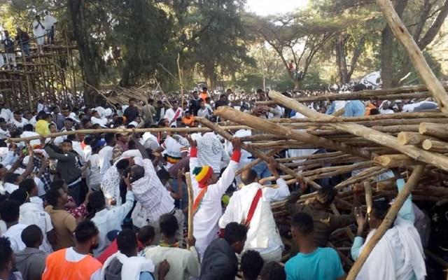 Derrumbe de grada en fiesta religiosa deja nueve muertos en Etiopía - Derrumbe de grada deja nueve muertos en Etiopía