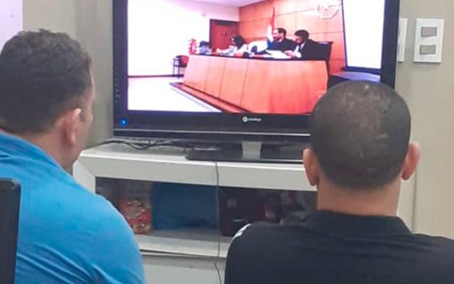Condenan en Paraguay a asaltantes que operan desde cárceles - Efrén Benítez y Édgar Penayo en juicio oral por videoconferencia. Foto de @MJusticiaPy