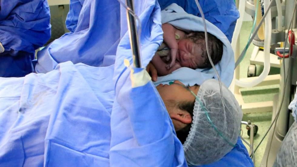 Elliot Alexander, el primer bebé mexicano de 2020 - Elliot Alexander con su mamá. Foto de IMSS