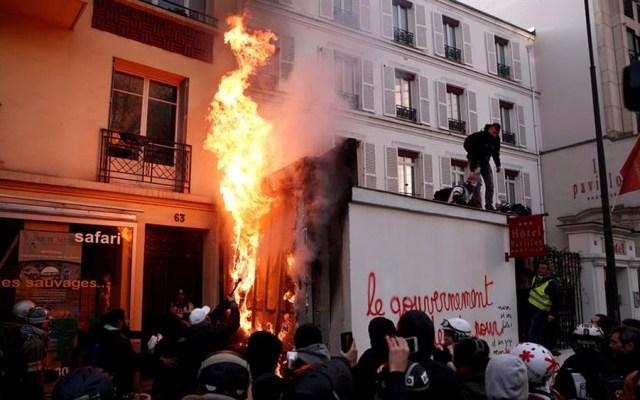 Enfrentamientos en manifestación contra reforma de pensiones en Francia - Enfrentamientos en manifestación contra reforma de pensiones en Francia