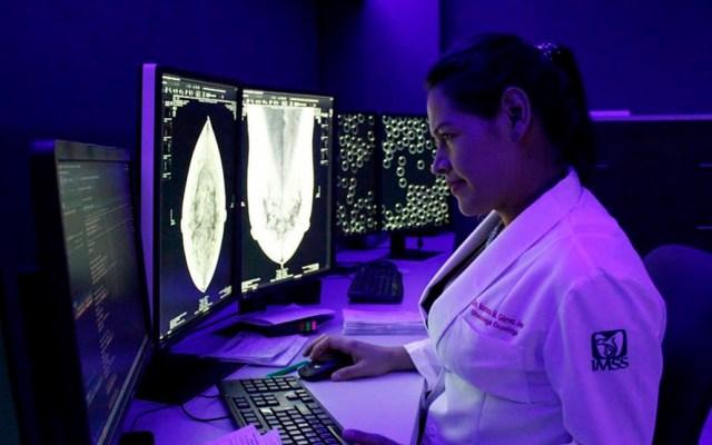 Descartan aumento en costos de servicios médicos - Estudio médico en el IMSS. Foto de @IMSStagram