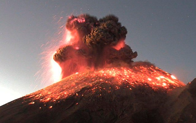 #Video Así fue la explosión del Popocatépetl; suman 268 exhalaciones en 24 horas - Explosión del volcán Popocatépetl el 9 de enero de 2020. Foto de  @CNPC_MX