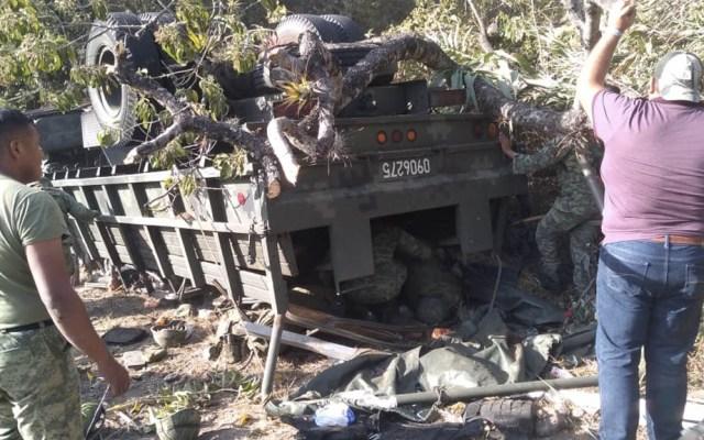 Vuelca camión del Ejército en Oaxaca; hay siete muertos y 11 heridos - Guardia Nacional Oaxaca accidente volcadura 2