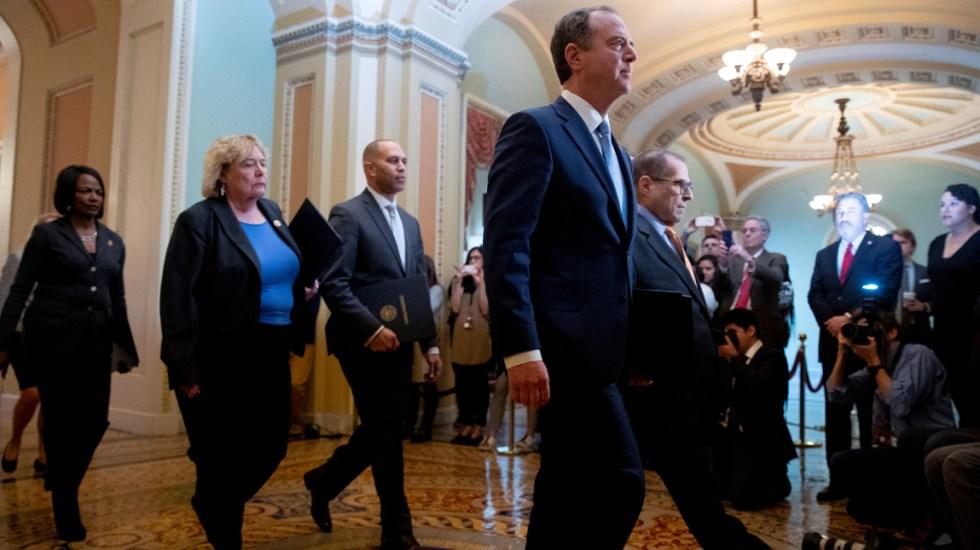 Fiscales leen en el Senado los cargos contra Trump para su juicio político - Fiscales a cargo del juicio político contra el presidente de Estados Unidos, Donald Trump. Foto de EFE