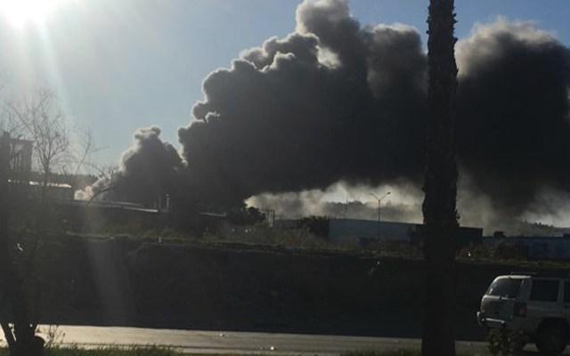 Bomberos controlan incendio en fábrica de Tijuana - Foto de InfoBaja