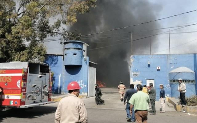 Controlan incendio en empresa gasera de Ecatepec - Foto de @vialhermes